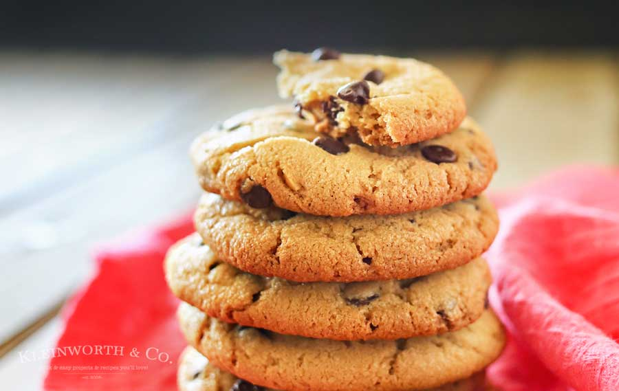 Chocolate-Chip-Peanut-Butter-Cookies-900
