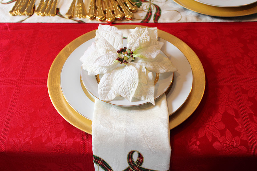 creating-a-holiday-tablescape-and-easy-cleanup-with-scotch-brite11
