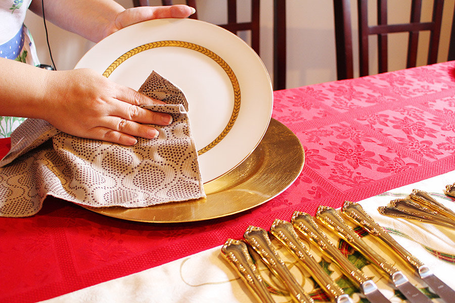 creating-a-holiday-tablescape-and-easy-cleanup-with-scotch-brite15