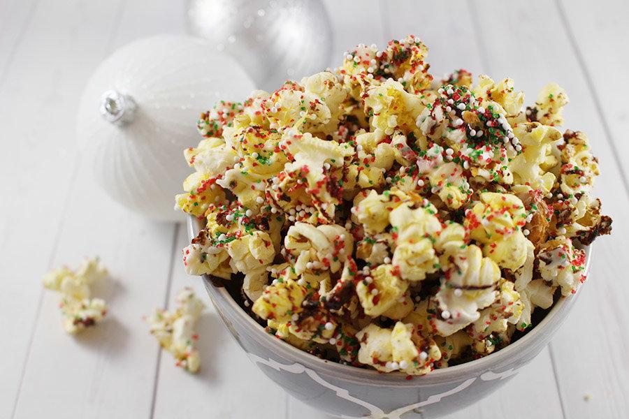 Christmas Popcorn Crunch - Savvy In The Kitchen